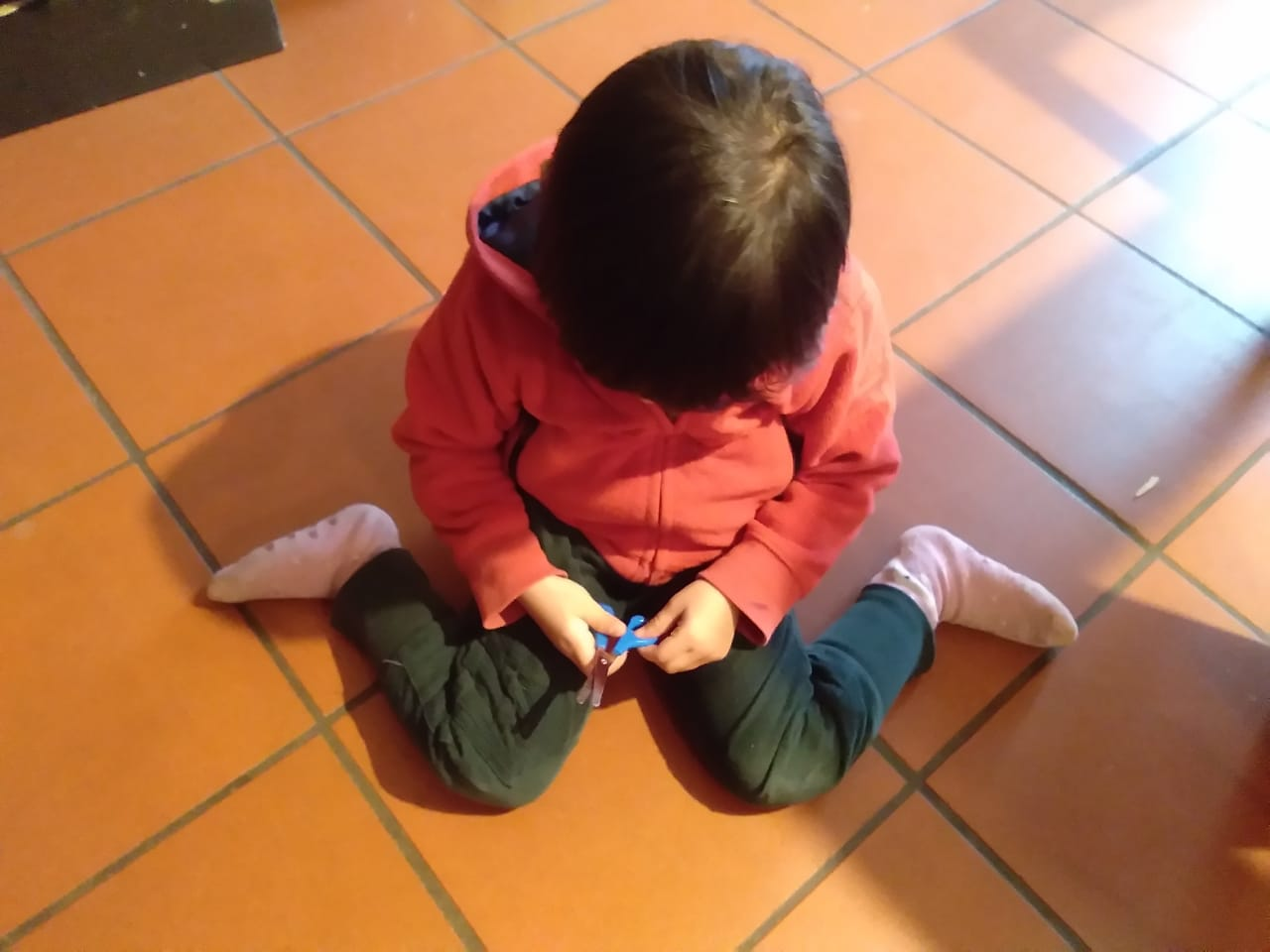 Example of child w-sitting
